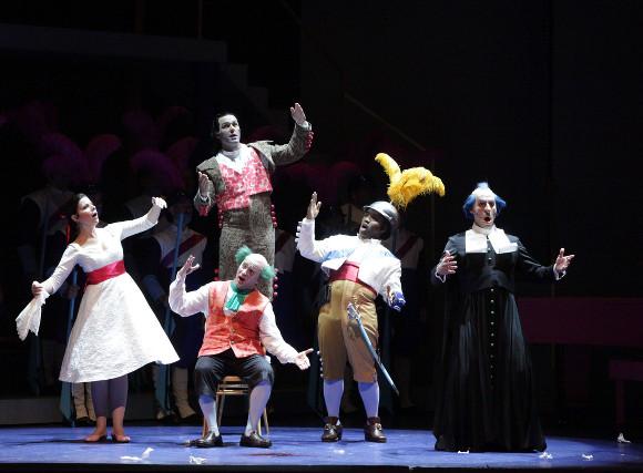 Barber-of-Seville-2327-Houston-Grand-Opera-production-photo-credit-Felix-Sanchez
