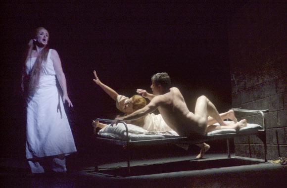 Erwartung-466-Nina-Warren-Pamela-Sue-Johnson-and-Noam-Markus-from-COC-2001-production-of-Erwartung-Photo-credit-Michael-C