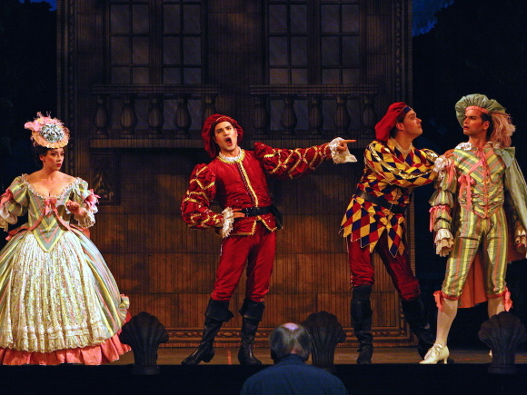 Pynkoski's Don - Olivier Laquerre as Leporello, withNathalie Paulin, Michael Chioldi and Curtis Sullivan. - Don Giovanni (2004) - Photo: Bruce Zinger