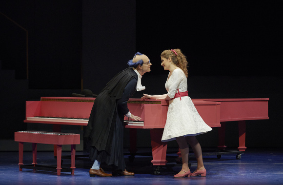 Alek Shrader as Count Almaviva and Serena Malfi as Rosina. Photo: Michael Cooper