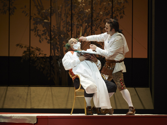 Renato Girolami as Doctor Bartolo and Joshua Hopkins as Figaro. Photo: Michael Cooper