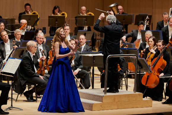 Barbara Hannigan, Peter Oundjian 2  (Malcolm Cook photo)