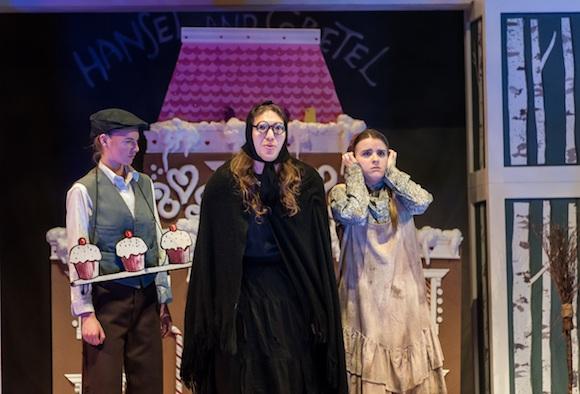 Kendra Dyck (Gretel), Rachel Miller (Hansel), Kjel Erickson (Witch); Lisa Sakulensky; 1586sm