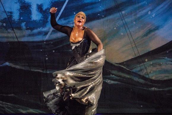 18_Opera-Atelier_Idomeneo-2019_Soprano-Measha-Brueggergosman_PHOTO-BY-BRUCE-ZINGER